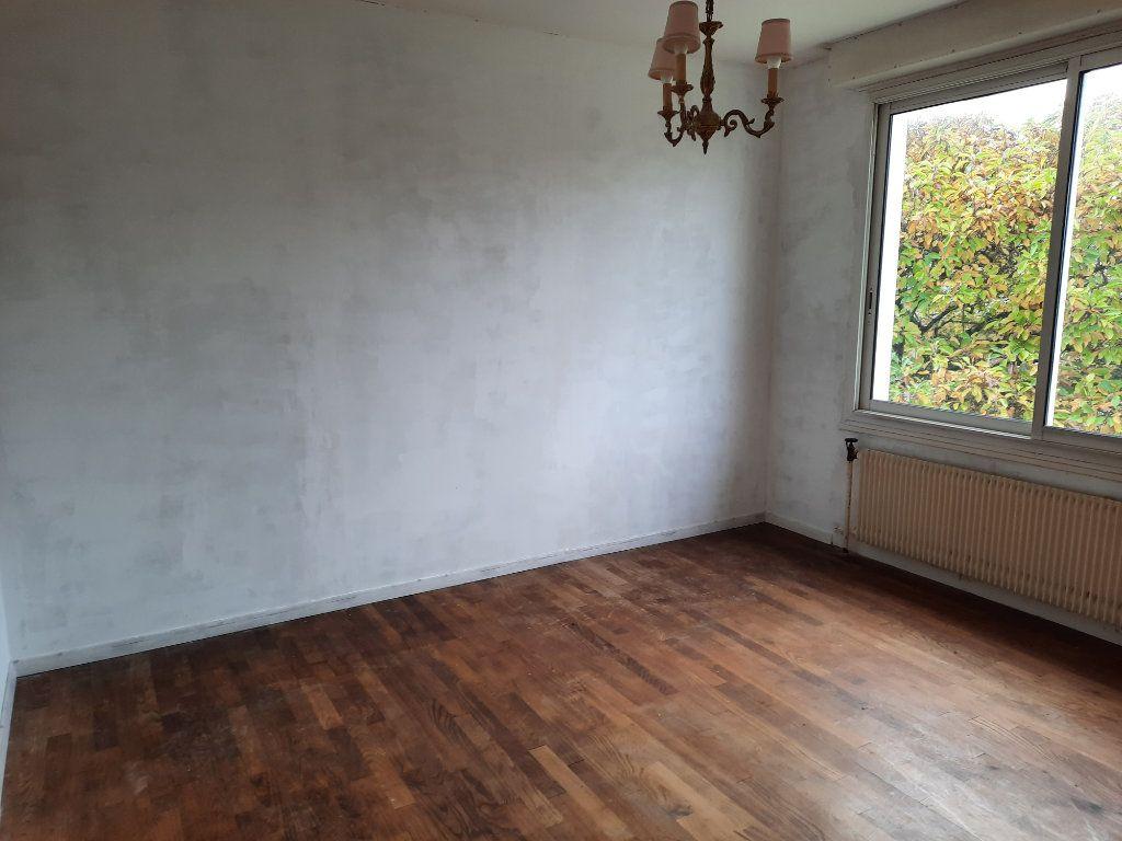 Maison à vendre 6 107.37m2 à Carhaix-Plouguer vignette-6