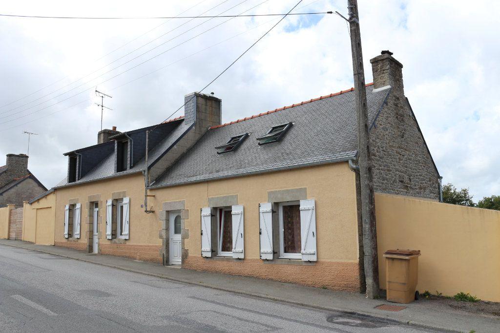 Maison à vendre 9 175m2 à Rostrenen vignette-1