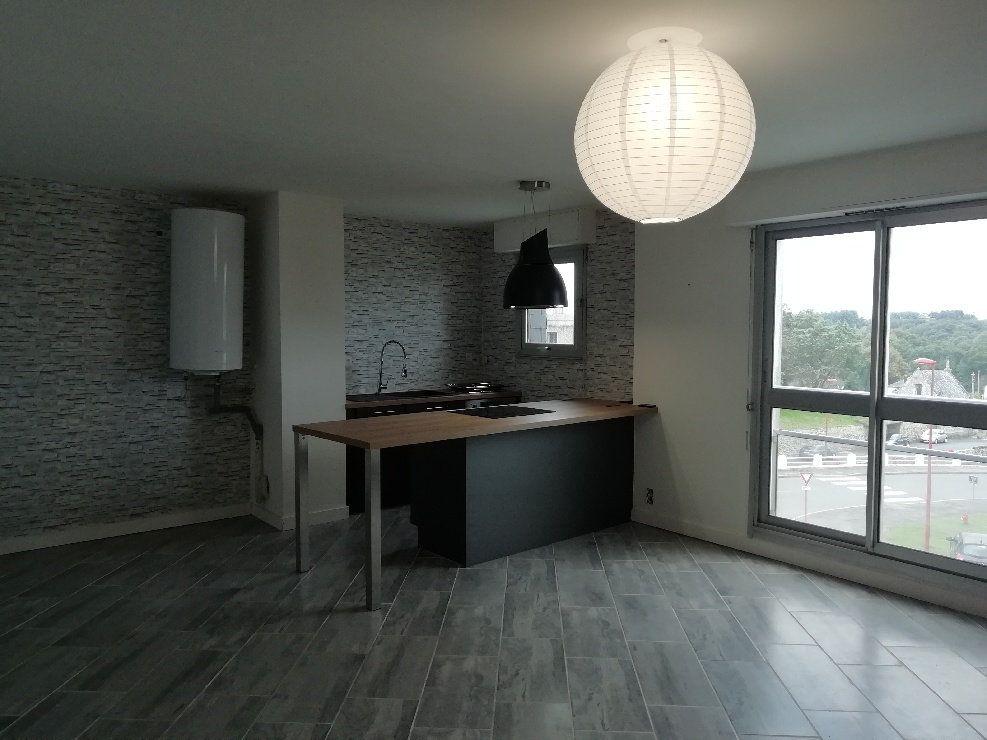 Appartement à louer 2 60.75m2 à Rostrenen vignette-1