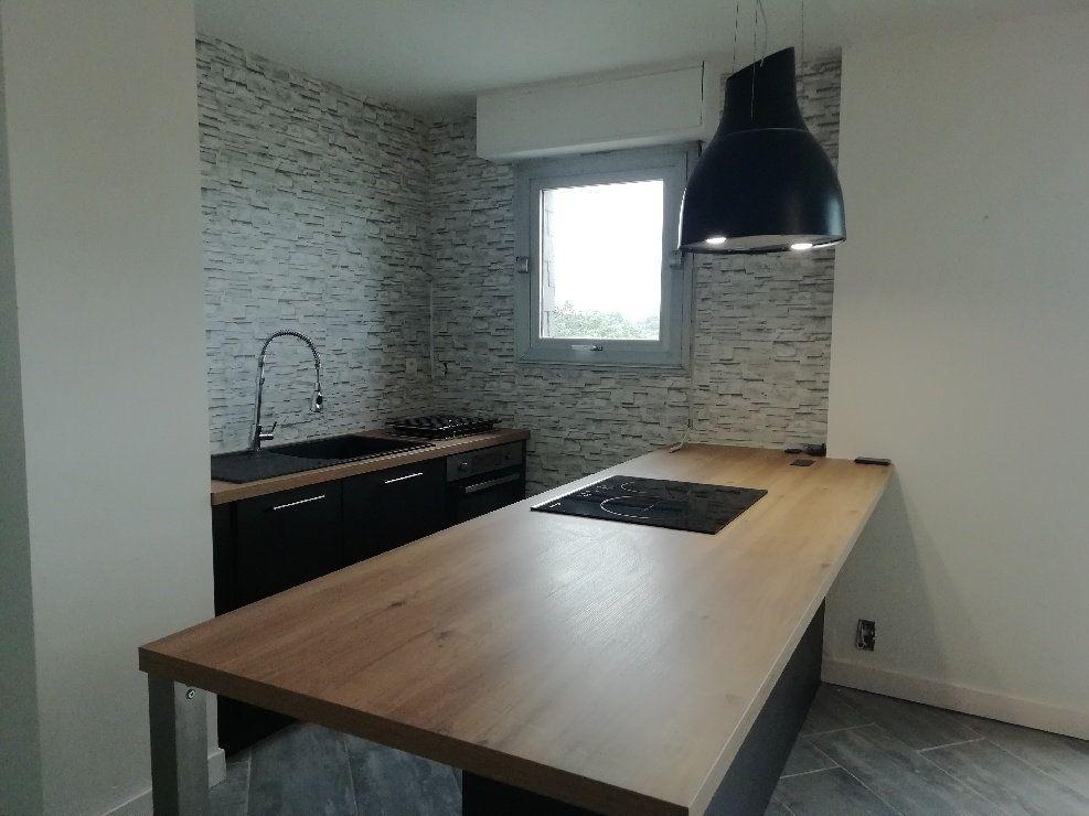 Appartement à louer 2 60.75m2 à Rostrenen vignette-2