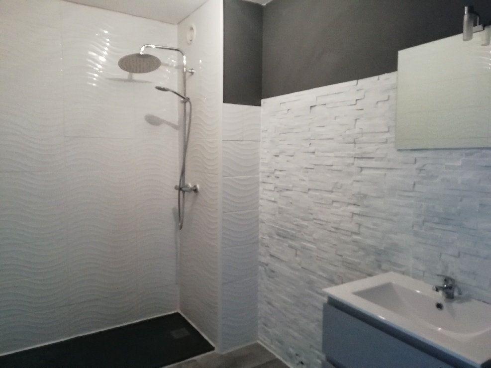 Appartement à louer 2 60.75m2 à Rostrenen vignette-4
