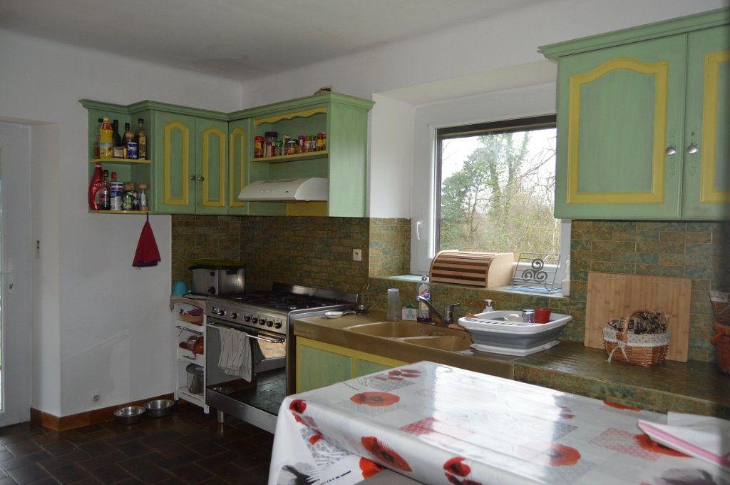 Maison à vendre 6 100.84m2 à Perret vignette-4