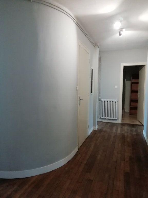 Appartement à louer 4 83.67m2 à Carhaix-Plouguer vignette-1