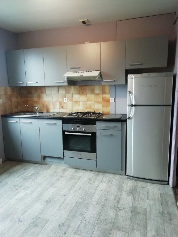 Appartement à louer 4 83.67m2 à Carhaix-Plouguer vignette-2