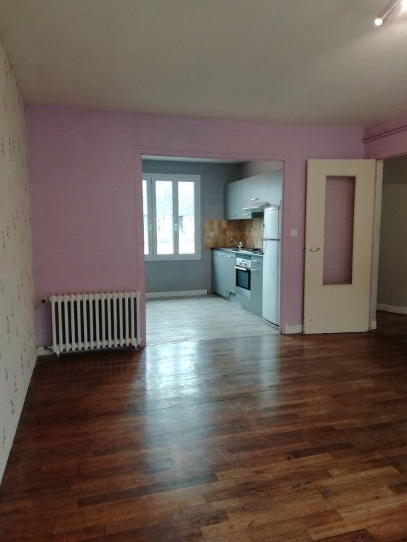 Appartement à louer 4 83.67m2 à Carhaix-Plouguer vignette-3