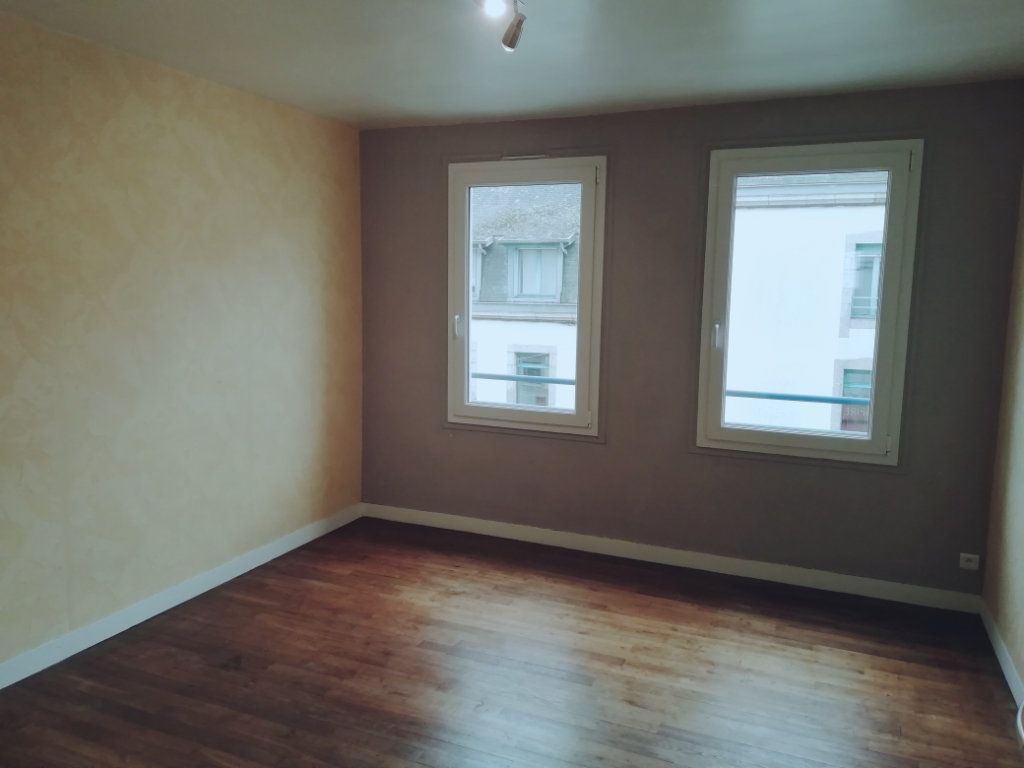 Appartement à louer 4 83.67m2 à Carhaix-Plouguer vignette-5