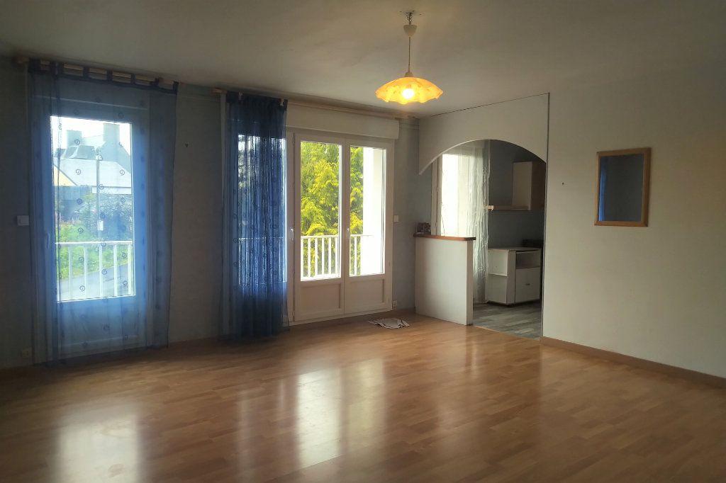 Appartement à vendre 1 41m2 à Carhaix-Plouguer vignette-1