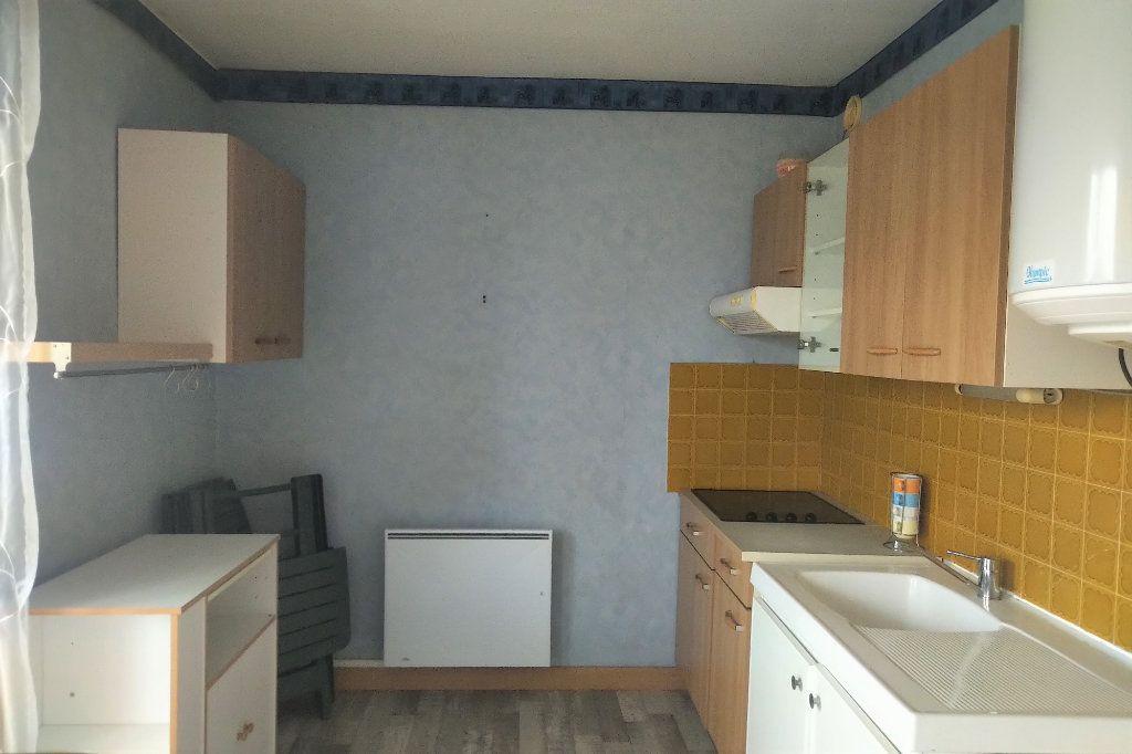 Appartement à vendre 1 41m2 à Carhaix-Plouguer vignette-2