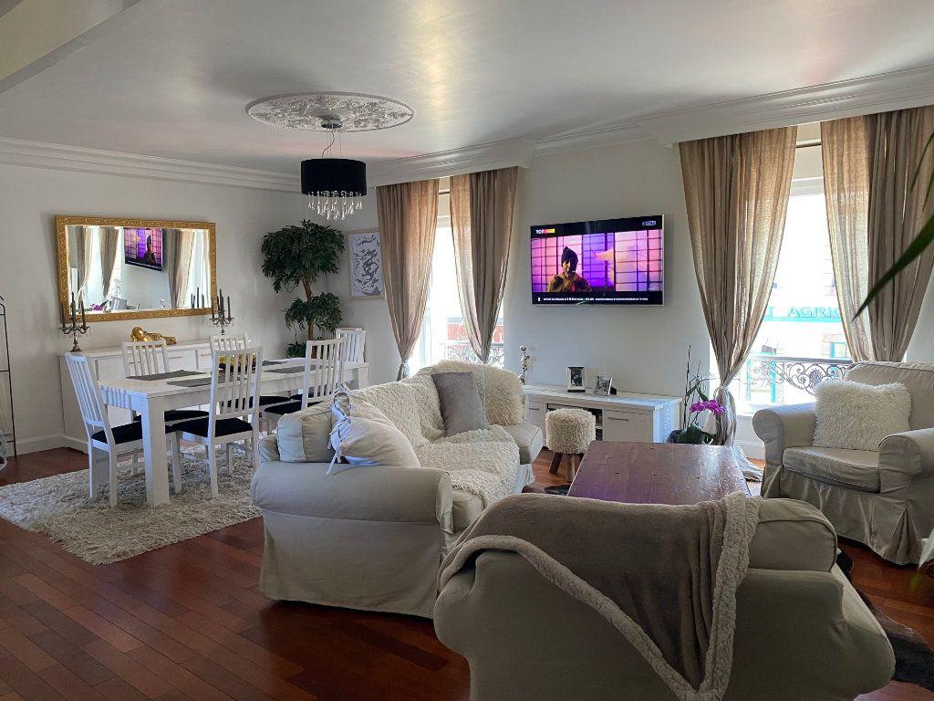 Appartement à vendre 4 123m2 à Carhaix-Plouguer vignette-1