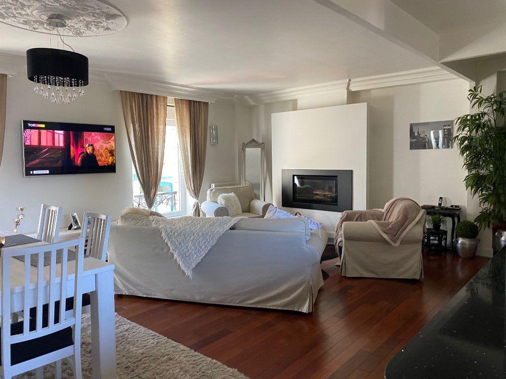 Appartement à vendre 4 123m2 à Carhaix-Plouguer vignette-2