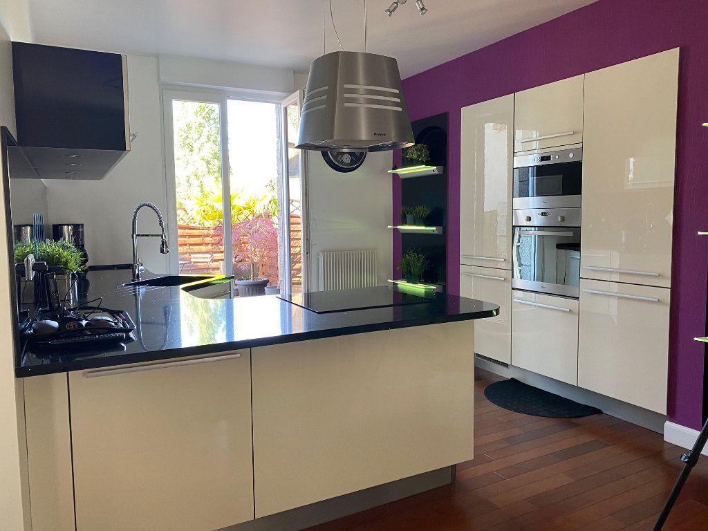 Appartement à vendre 4 123m2 à Carhaix-Plouguer vignette-3