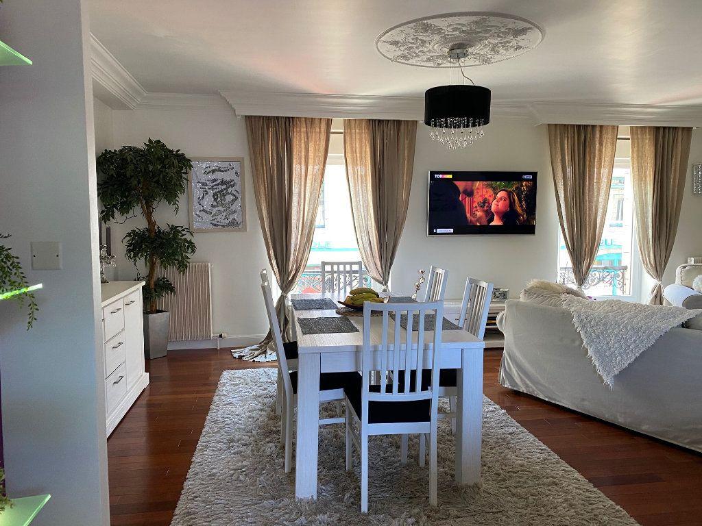 Appartement à vendre 4 123m2 à Carhaix-Plouguer vignette-4