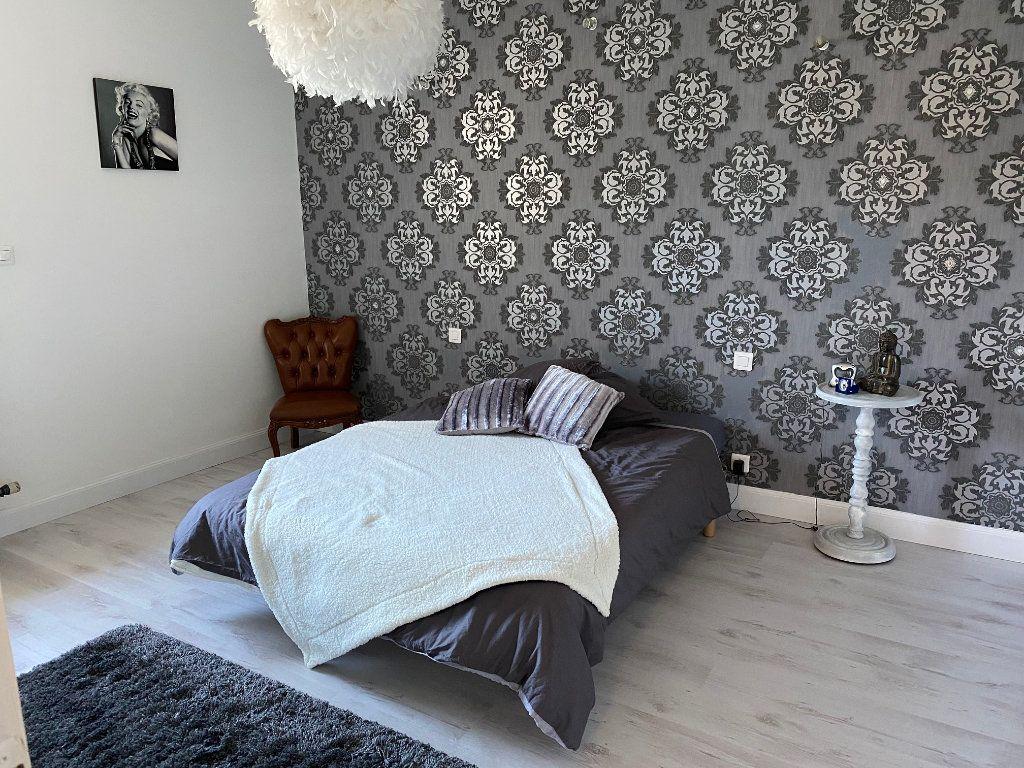 Appartement à vendre 4 123m2 à Carhaix-Plouguer vignette-5