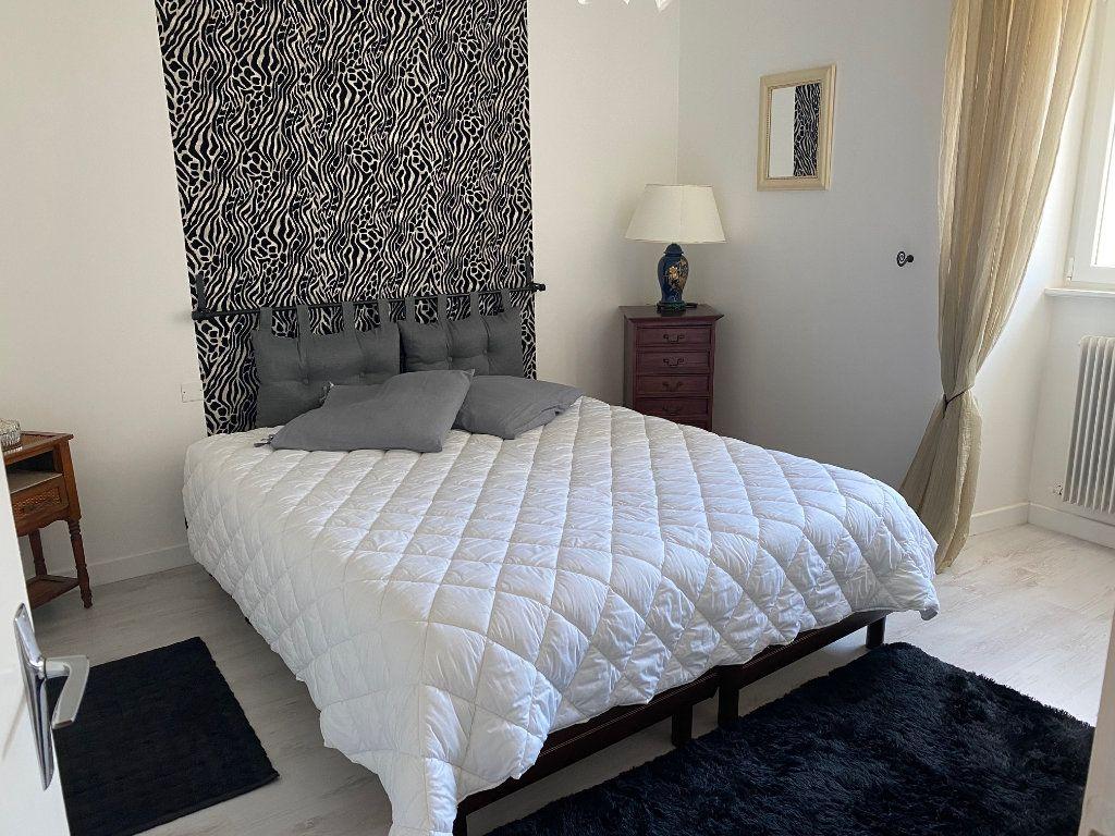 Appartement à vendre 4 123m2 à Carhaix-Plouguer vignette-6