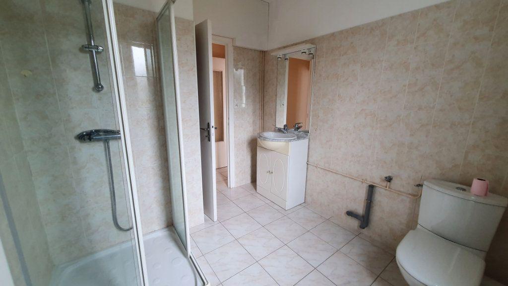 Appartement à vendre 2 42.27m2 à Carhaix-Plouguer vignette-3