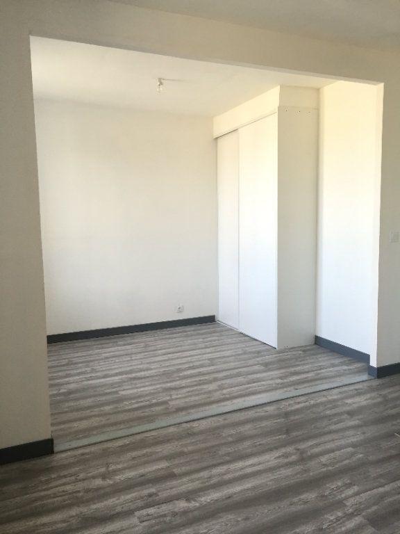 Appartement à louer 2 38.03m2 à Guingamp vignette-2