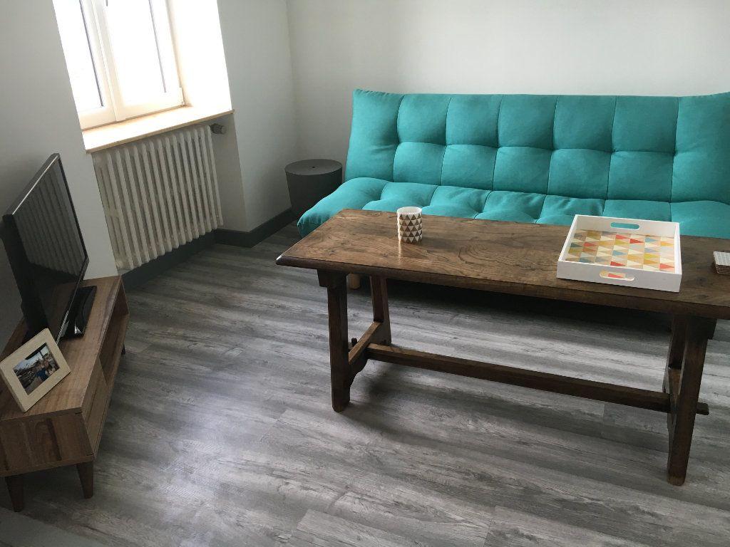 Appartement à louer 2 38.03m2 à Guingamp vignette-3