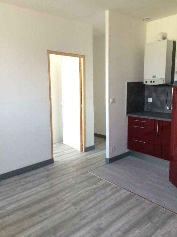 Appartement à louer 2 38.03m2 à Guingamp vignette-4