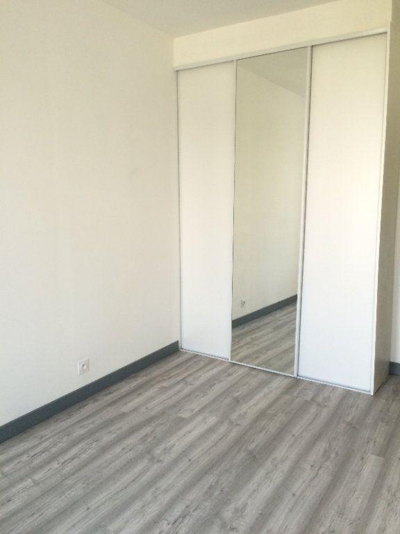 Appartement à louer 2 38.03m2 à Guingamp vignette-5
