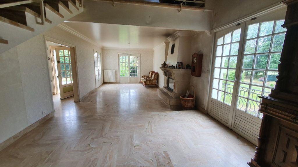 Maison à vendre 7 150m2 à Carhaix-Plouguer vignette-3
