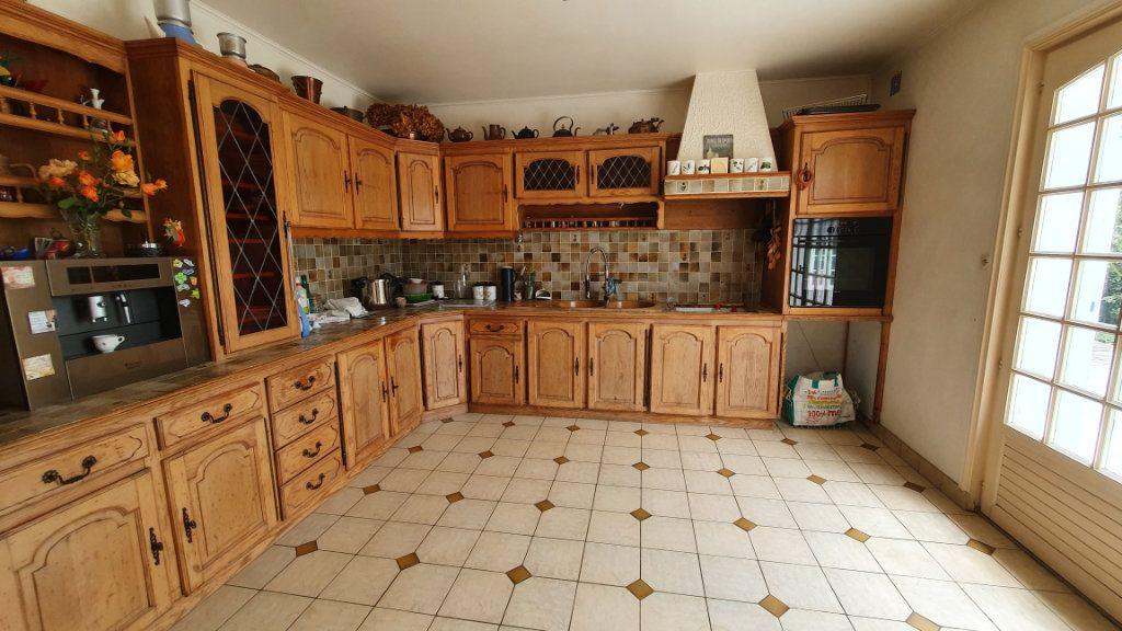 Maison à vendre 7 150m2 à Carhaix-Plouguer vignette-4