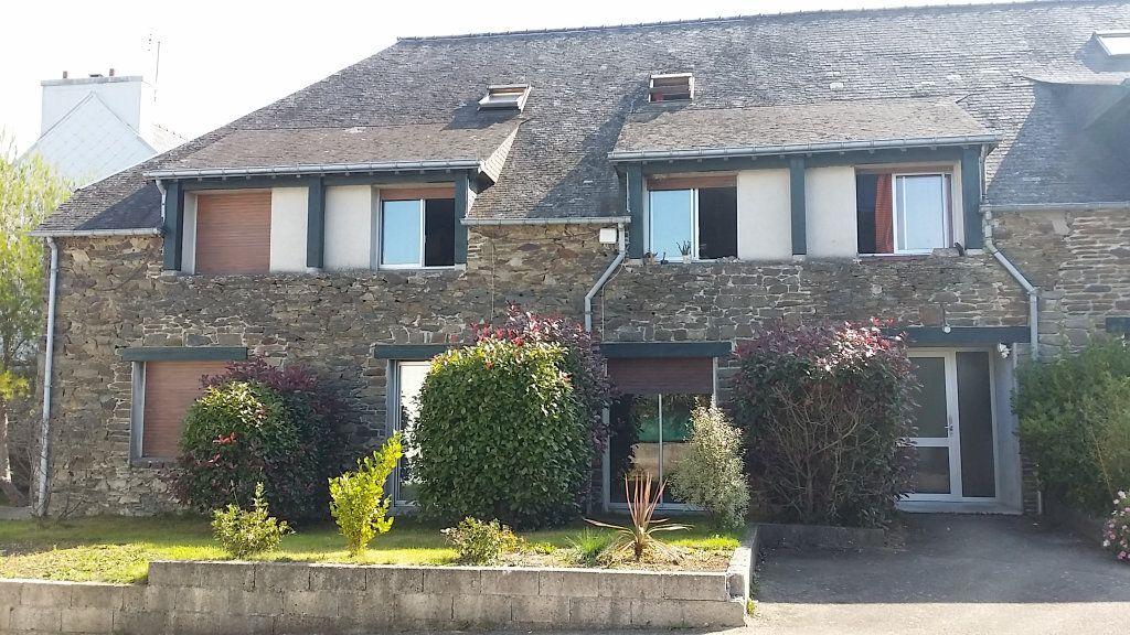 Appartement à louer 3 68.47m2 à Carhaix-Plouguer vignette-1
