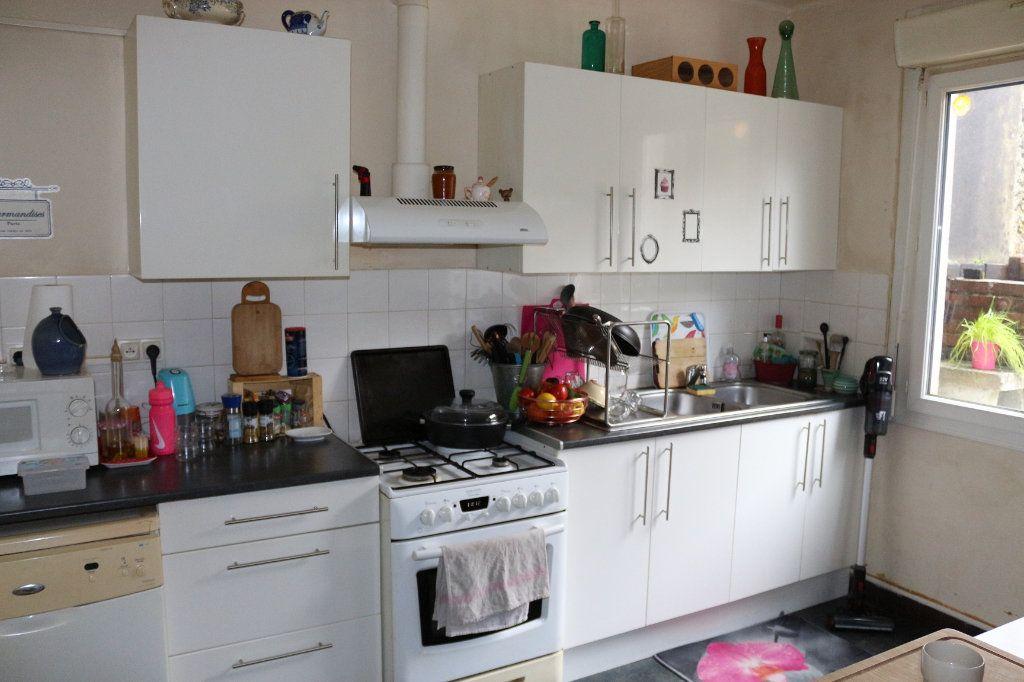 Maison à louer 5 90m2 à Rostrenen vignette-2