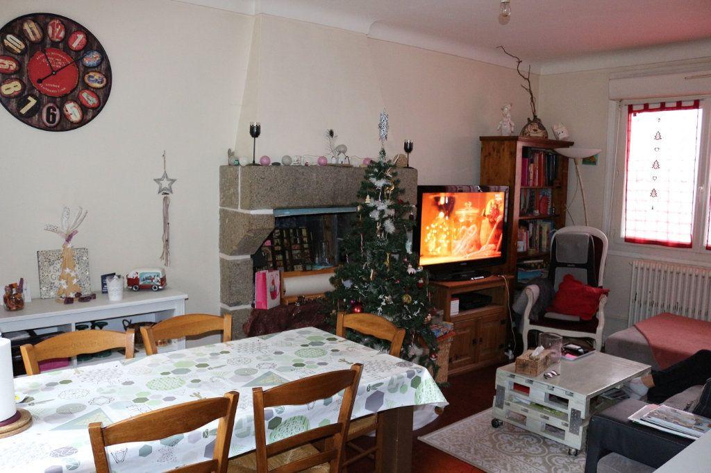 Maison à louer 5 90m2 à Rostrenen vignette-3