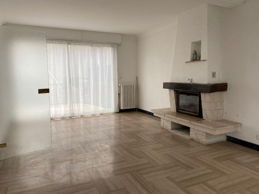 Maison à vendre 5 125.6m2 à Carhaix-Plouguer vignette-2