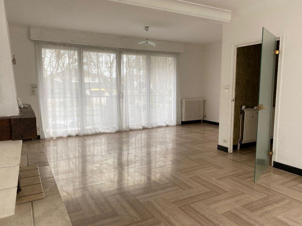Maison à vendre 5 125.6m2 à Carhaix-Plouguer vignette-3