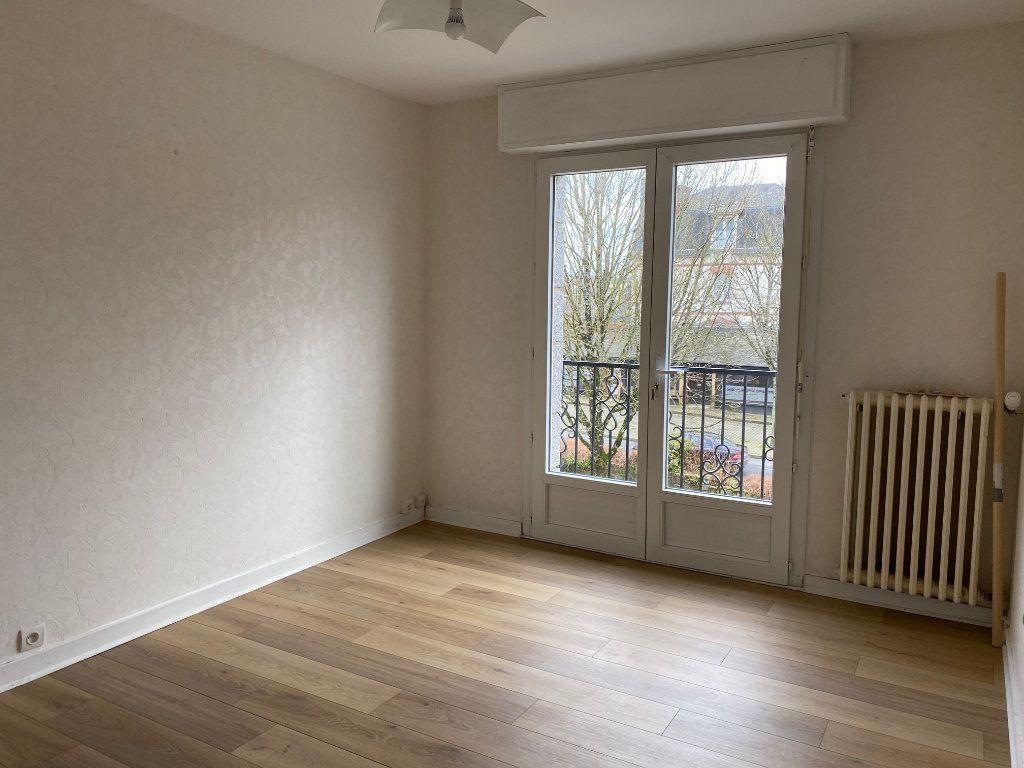 Maison à vendre 5 125.6m2 à Carhaix-Plouguer vignette-6