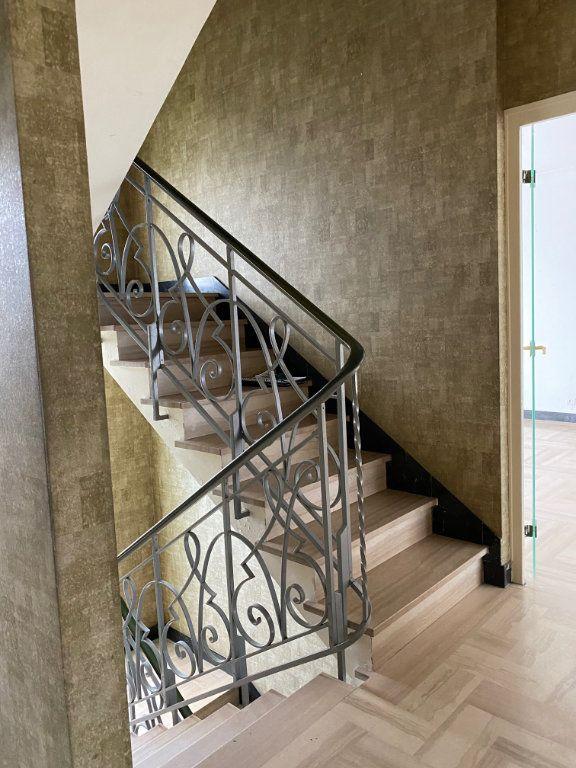 Maison à vendre 5 125.6m2 à Carhaix-Plouguer vignette-8