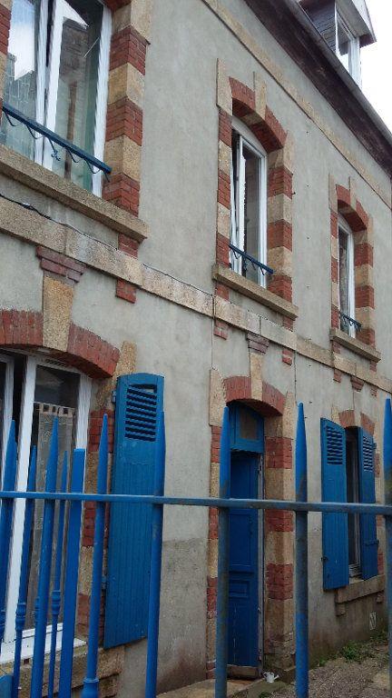 Immeuble à vendre 0 99m2 à Guingamp vignette-1