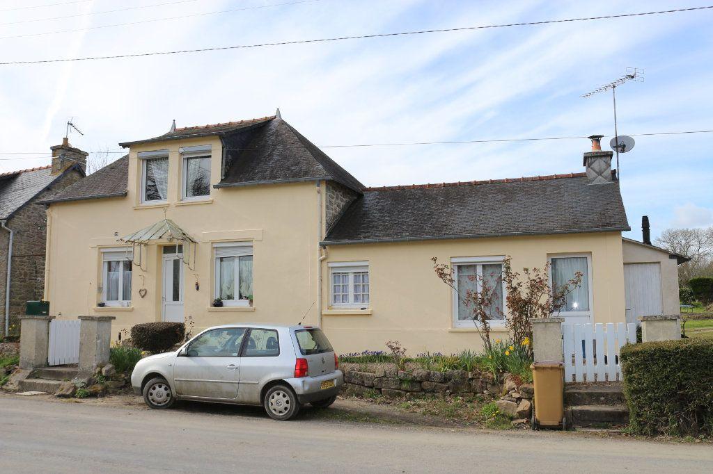 Maison à vendre 7 115m2 à Rostrenen vignette-1