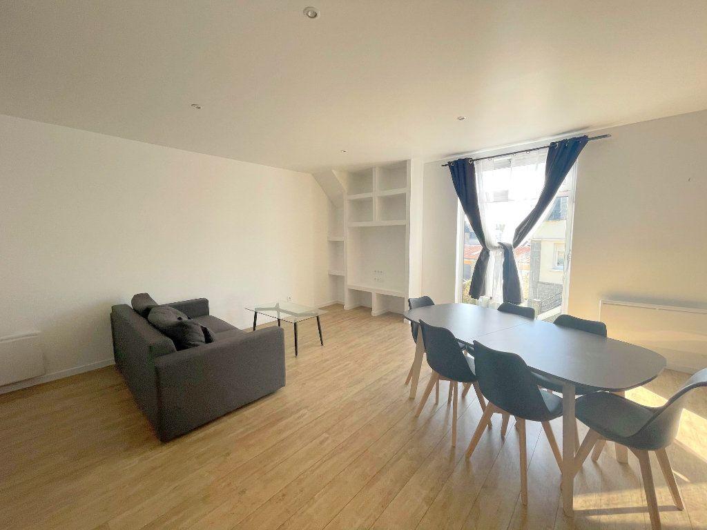 Appartement à louer 3 60m2 à Guingamp vignette-1