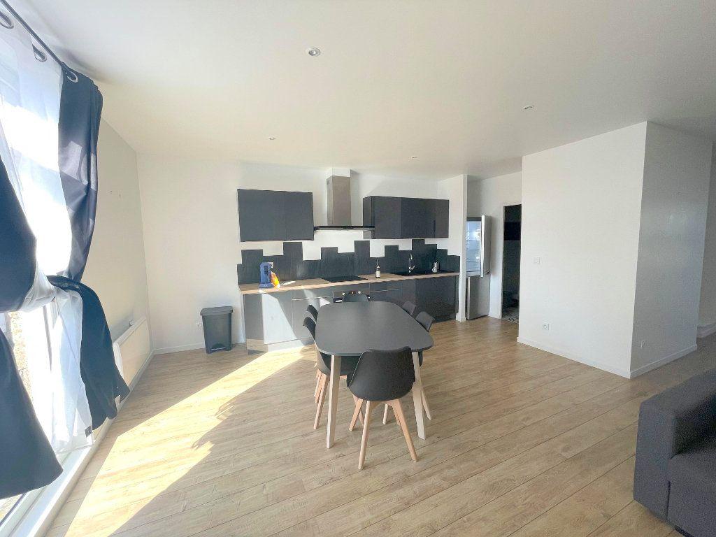 Appartement à louer 3 60m2 à Guingamp vignette-2