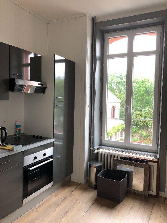 Appartement à louer 2 25m2 à Guingamp vignette-2