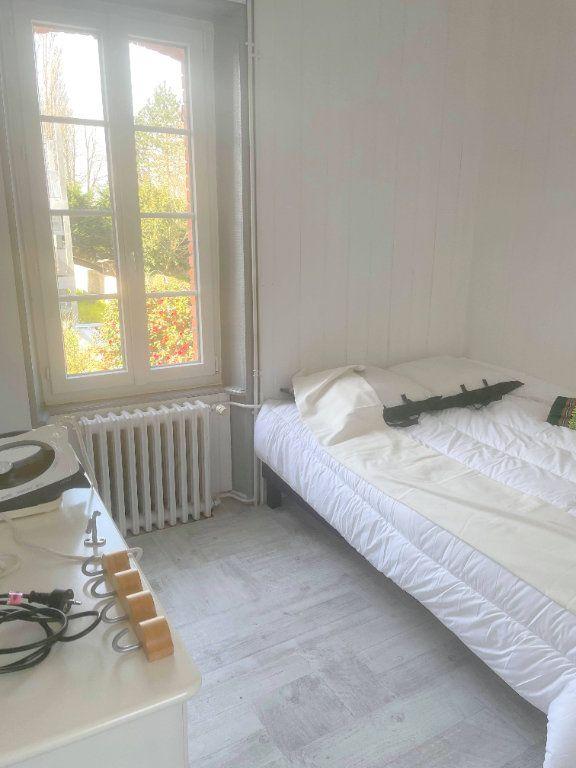 Appartement à louer 2 25m2 à Guingamp vignette-4