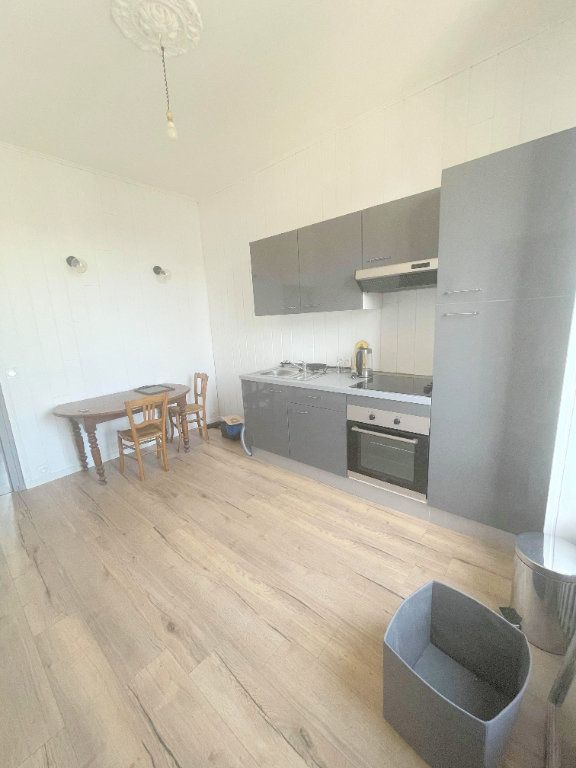 Appartement à louer 2 25m2 à Guingamp vignette-6