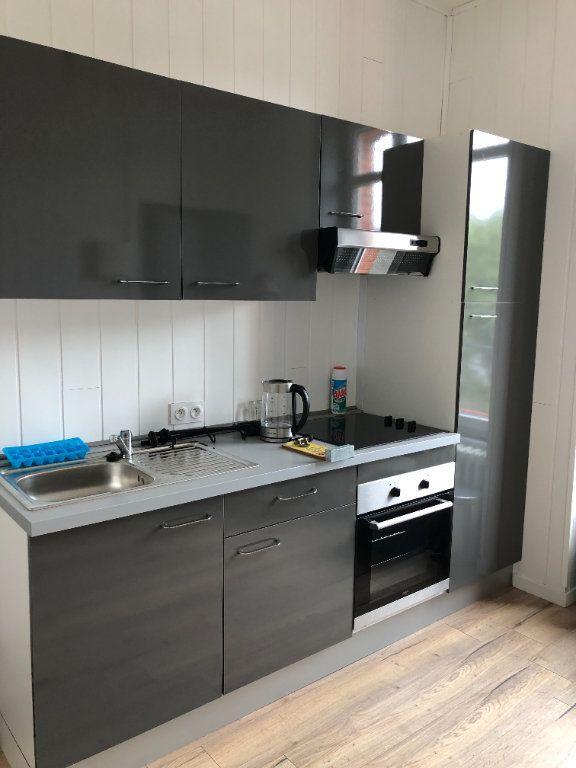 Appartement à louer 2 25m2 à Guingamp vignette-8