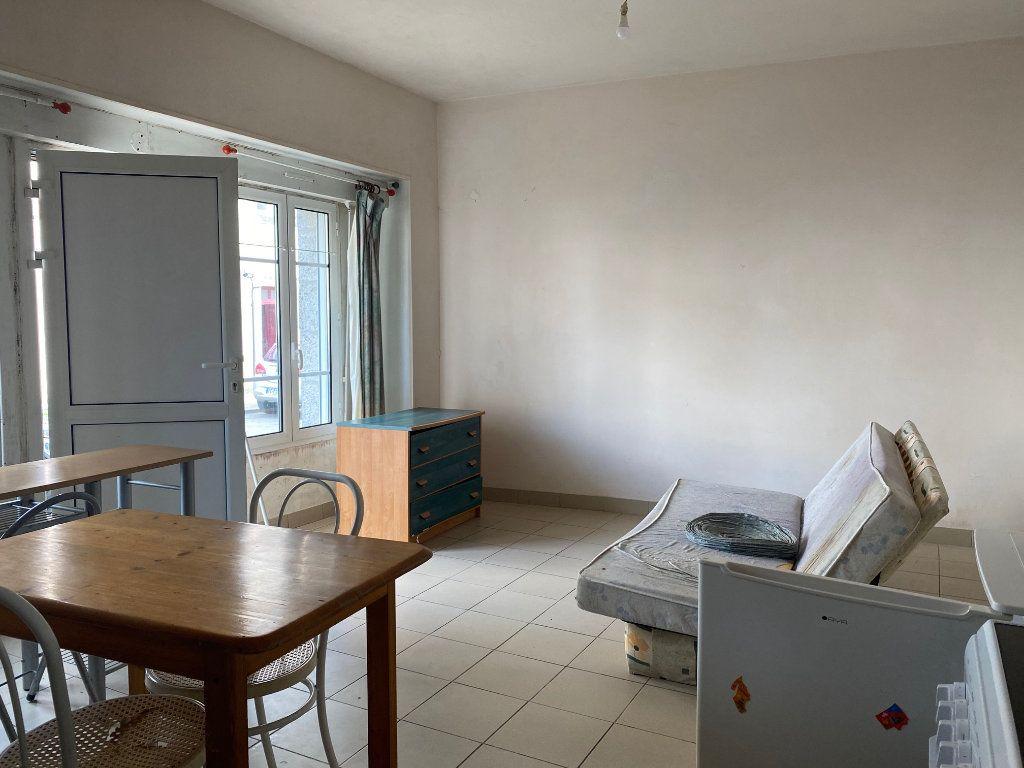 Immeuble à vendre 0 72m2 à Carhaix-Plouguer vignette-7