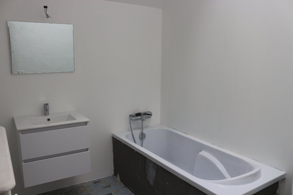 Maison à vendre 9 220m2 à Rostrenen vignette-9