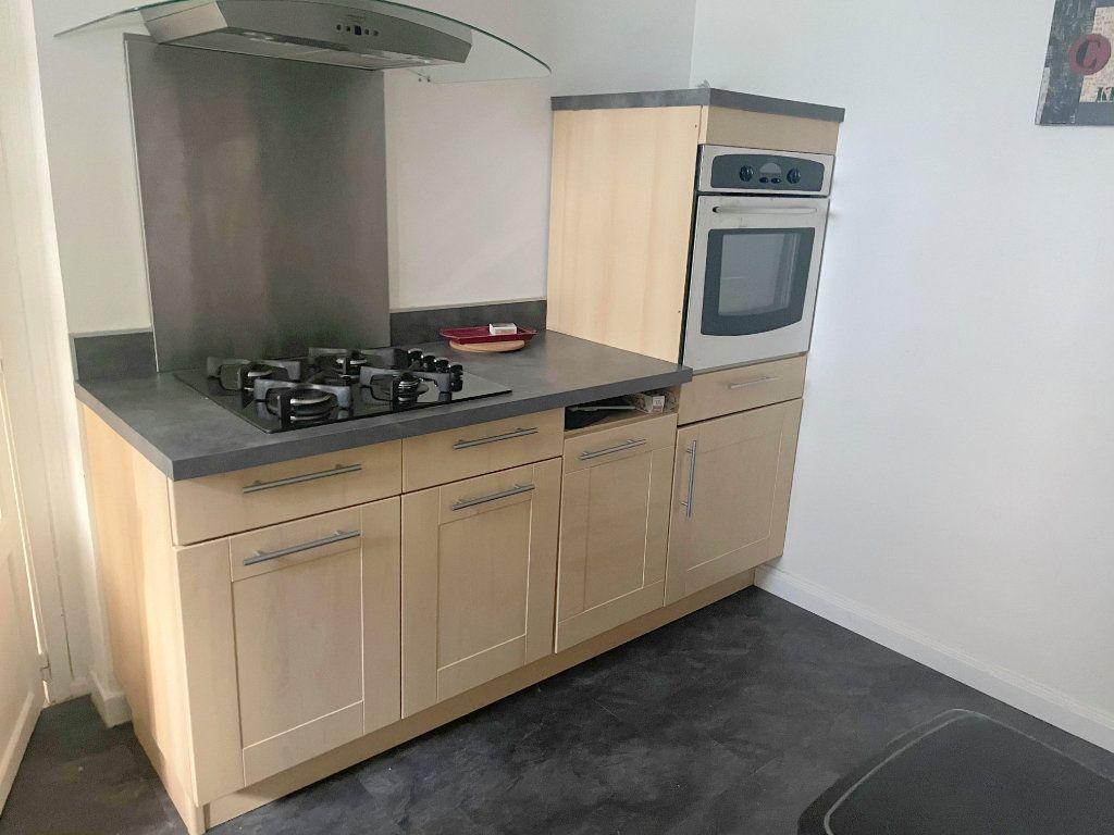 Appartement à louer 2 45.7m2 à Guingamp vignette-3