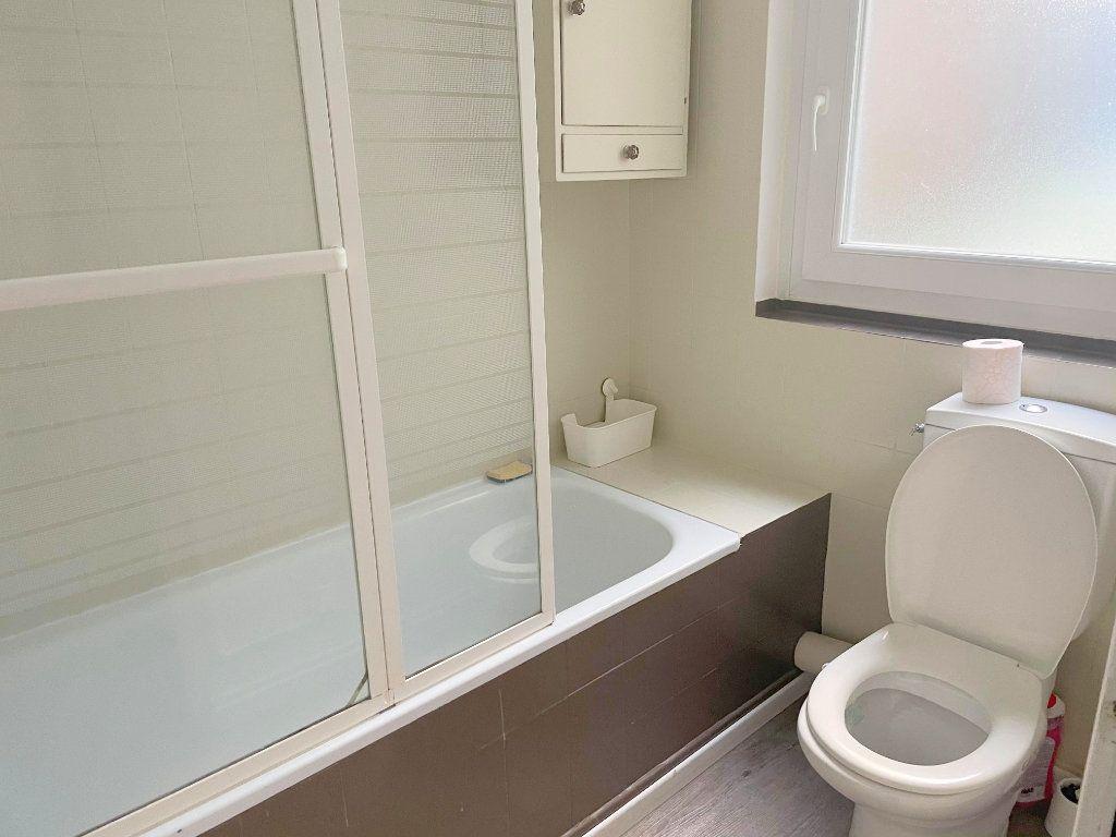 Appartement à louer 2 45.7m2 à Guingamp vignette-5