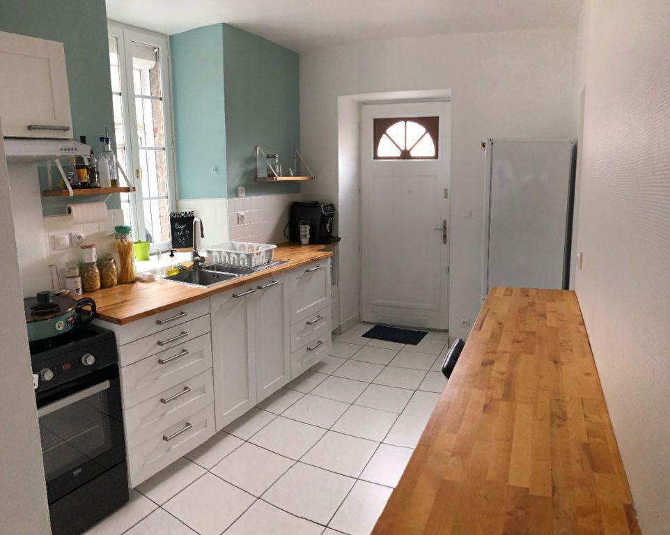 Appartement à louer 3 70m2 à Guingamp vignette-1