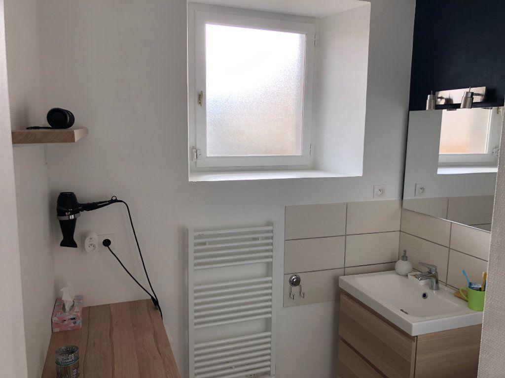Appartement à louer 3 70m2 à Guingamp vignette-4
