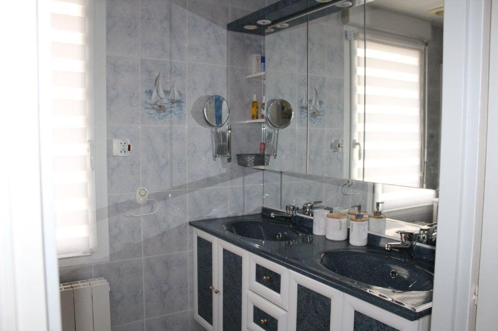 Maison à vendre 7 141.69m2 à Plédran vignette-8