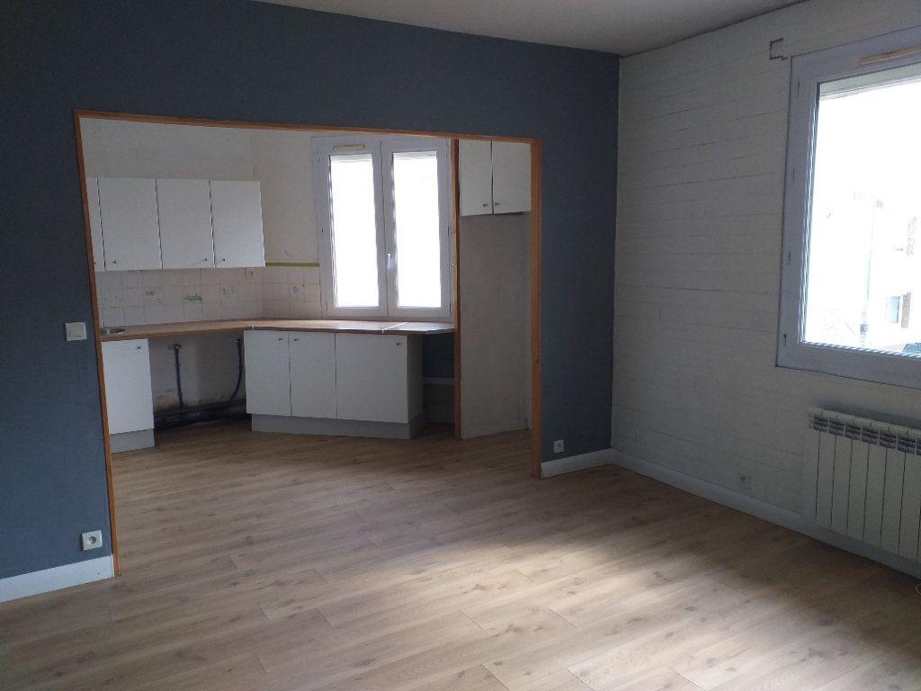 Appartement à vendre 5 78.76m2 à Saint-Nazaire vignette-2