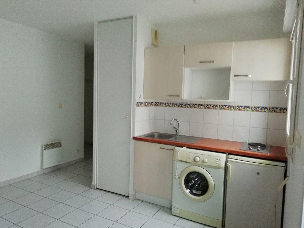 Appartement à louer 1 24m2 à Saint-Nazaire vignette-2