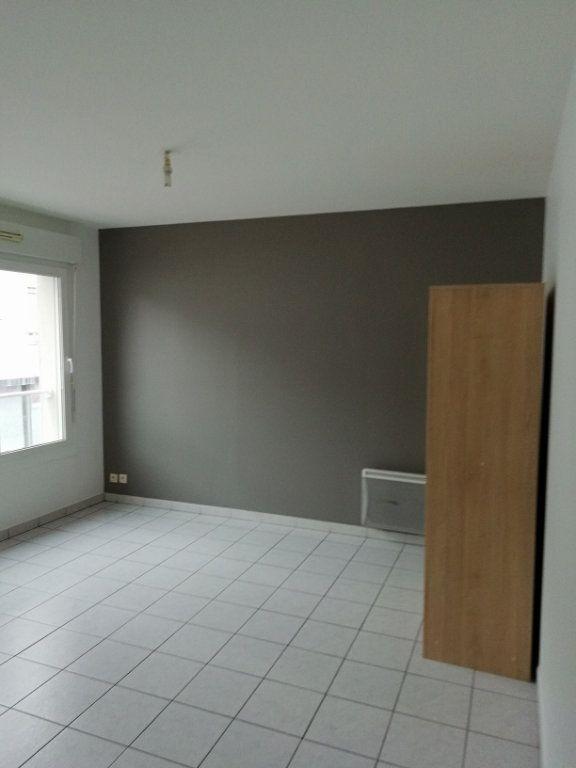 Appartement à louer 1 24m2 à Saint-Nazaire vignette-3